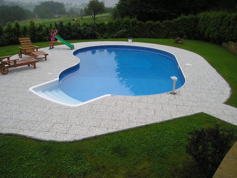 Výstavba bazénu a terénní úpravy v Perštejnu
